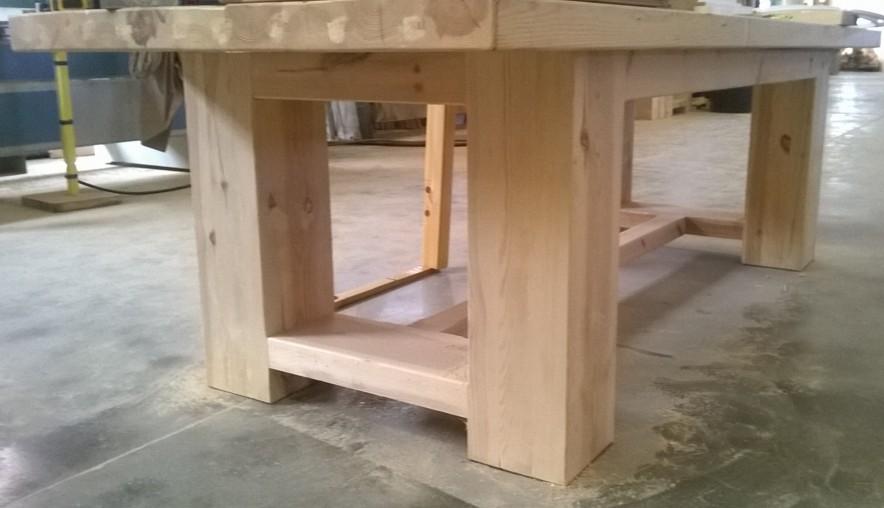 Tavoli in legno massello costruiti come una volta in falegnameria ...
